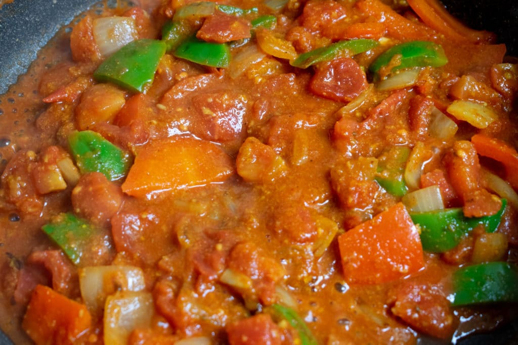 add tomatoes to balti